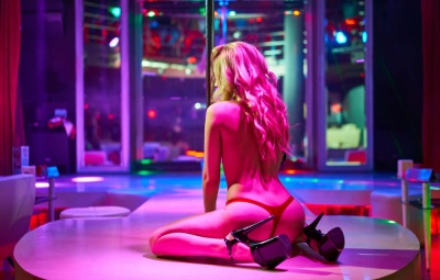choose the right strip club Romansa Nightclub 1