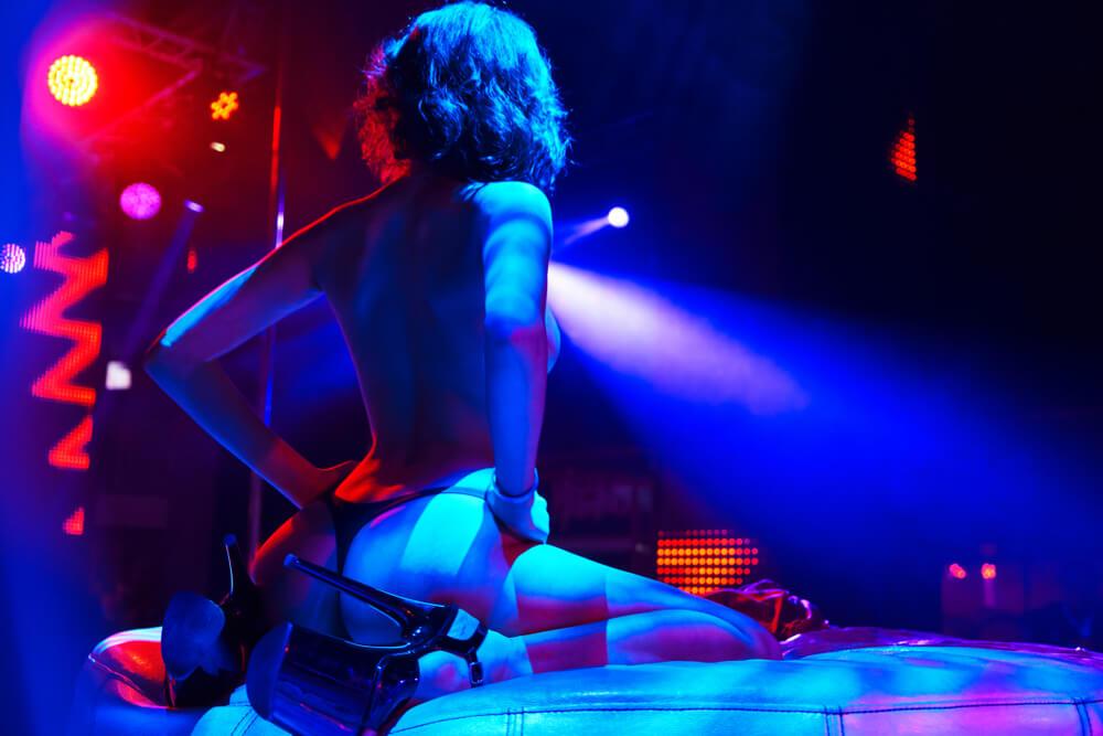 choose the right strip club Romansa Nightclub 3