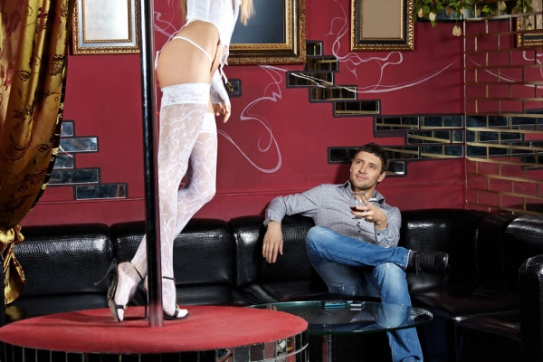 dress code in a strip club Romansa Nightclub 1
