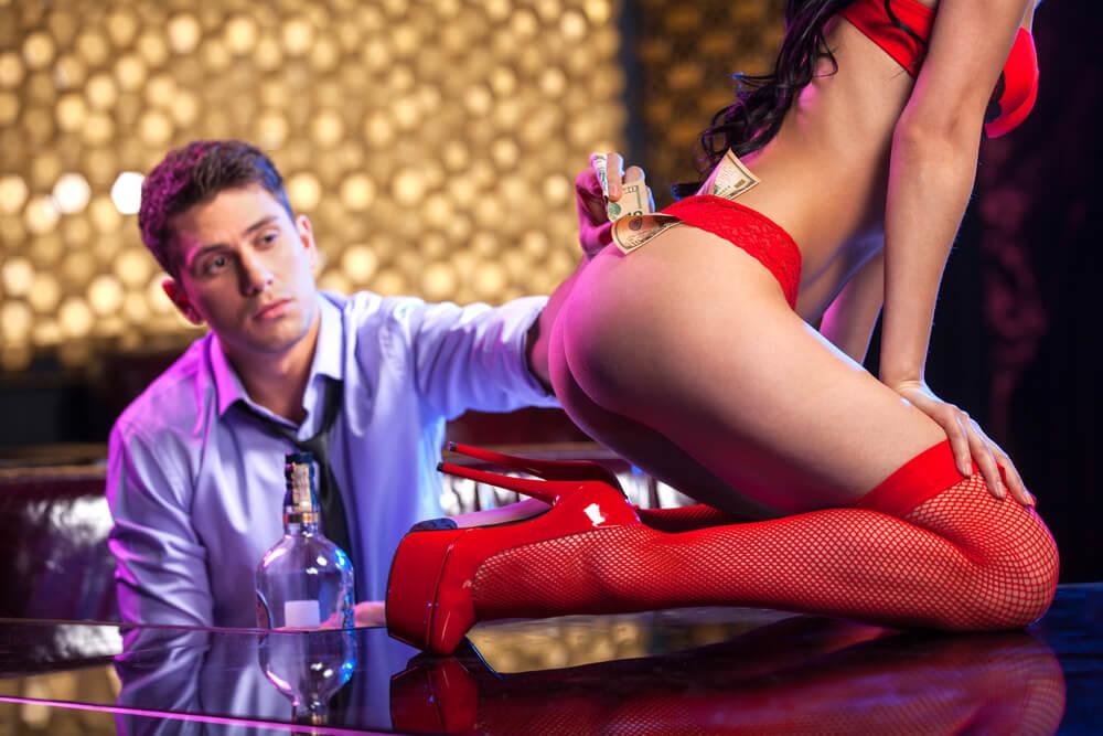 dress code in a strip club Romansa Nightclub 2