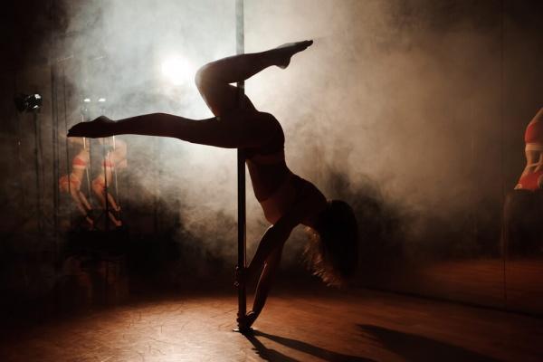 how to treat strippers Romansa Nightclub 1
