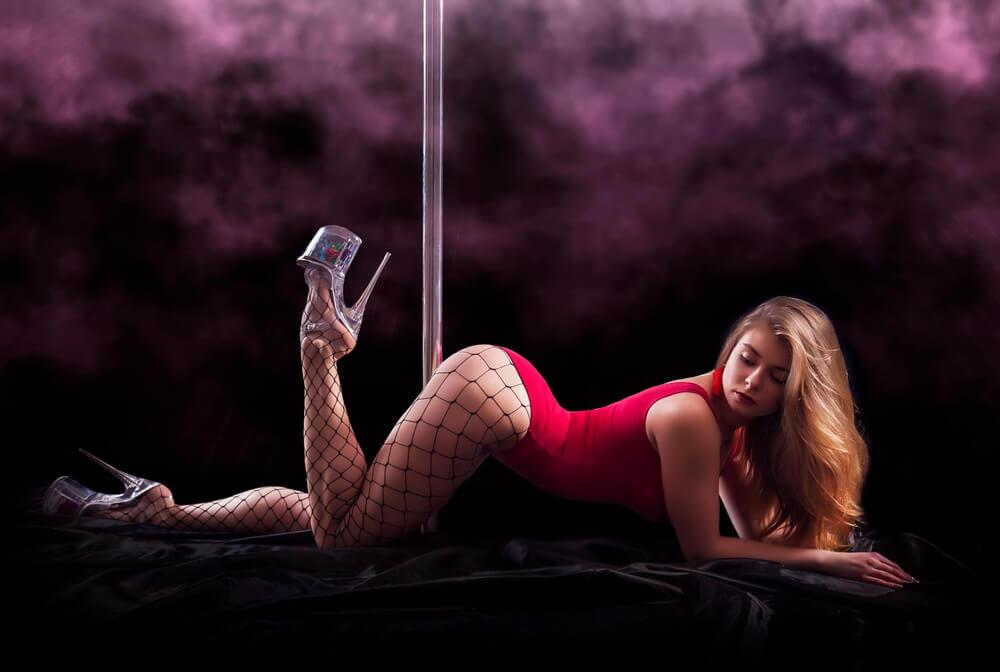 how to treat strippers Romansa Nightclub 2
