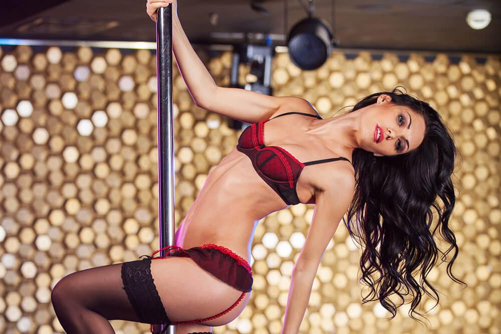 lap dance in strip club Romansa Night club 2