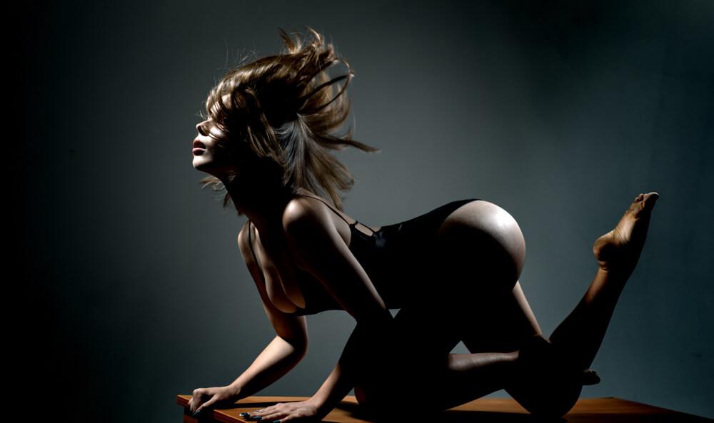 lap dance in strip club Romansa Night club 3