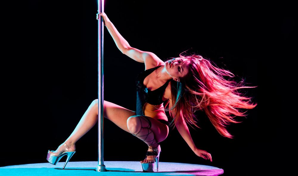 music in a strip club Romansa Nightclub 3