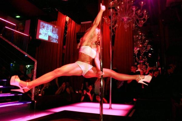 spending money in a strip club Romansa nightlcub 1
