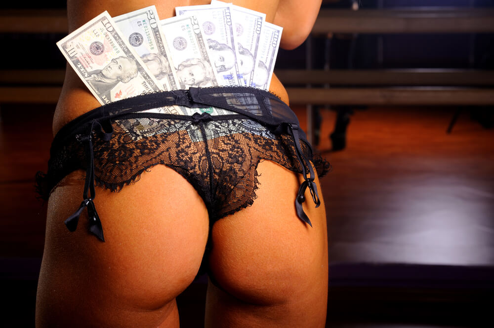 tipping the stripper Romansa Nightclub 2
